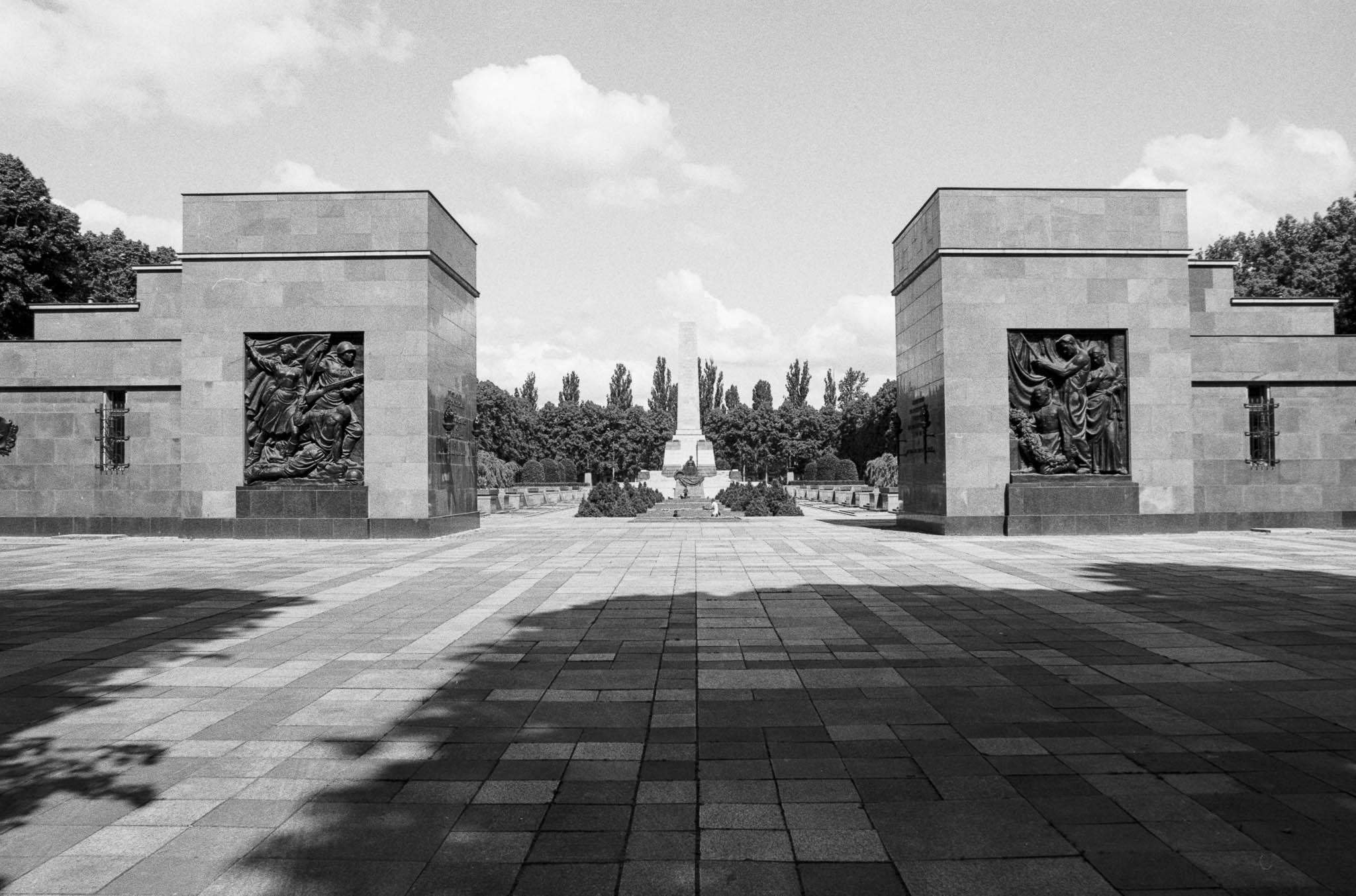 Sowjetisches Ehrenmal (Schönholzer Heide)